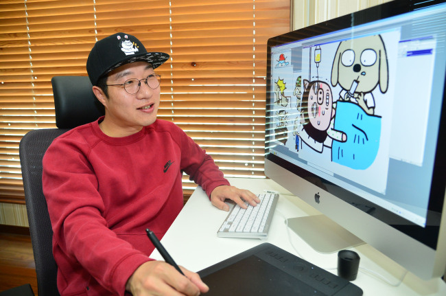 Artist Kwon Soon-ho sketches characters on May 16 at his studio in Gimpo, Gyeonggi Province. (Yoon Byung-chan/The Korea Herald)