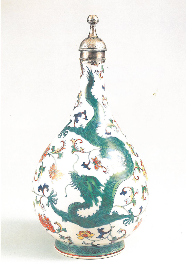 Silver-mounted overglazed enamel bottle, 18th century Qing Dynasty (Hwajeong Museum)