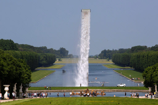 """""""Waterfall"""" installation by Danish artist Olafur Eliasson in the gardens of the Chateau de Versailles, southern Paris, on Wednesday. (AFP-Yonhap)"""