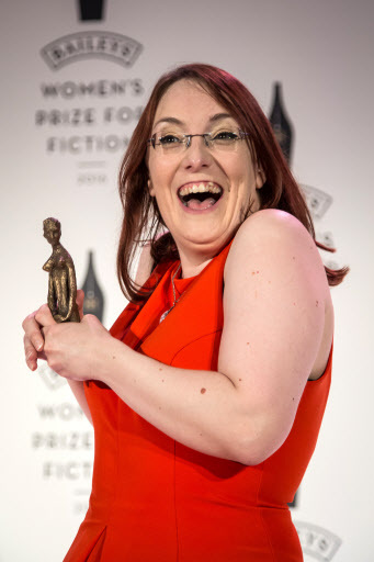 """Novelist Lisa McInerney poses for photographers after receiving the Baileys Women's Prize for Fiction Award for her book """"The Glorious Heresies"""" at the award ceremony in London on Wednesday. (AP-Yonhap)"""