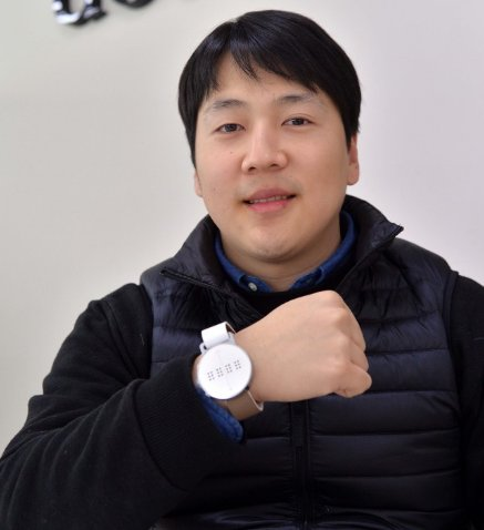 CEO Eric Kim poses at the start-up's office in Geumcheon-gu, southwestern Seoul. (Lee Sang-sub/The Korea Herald)