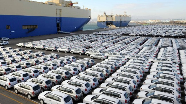 Hyundai Motor vehicles bound for export await shipment at a port near the company's plant in Ulsan. (The Korea Herald file)