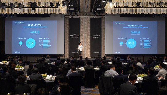THE INVESTOR -- Executives of Korea's major companies attend a presentation on The Investor, the English-language online business news service launched by Herald Corp., at Four Seasons Hotel in Seoul on Tuesday. (Lee Sang-sub/The Korea Herald)