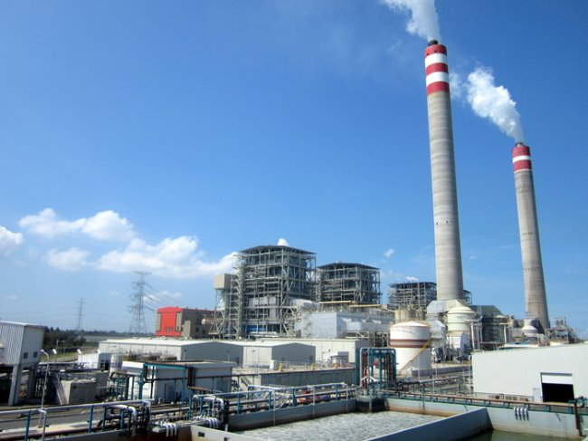 The Tanjung Jati coal-fired power plant in Indonesia that KOMIPO, one of KEPCO's six power generation units, operates and maintains (Yonhap)