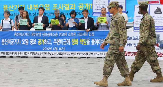 Civic groups demand the government release information about the level of pollution at the U.S. military base in central Seoul at press conference held near the camp Thursday. Yonhap