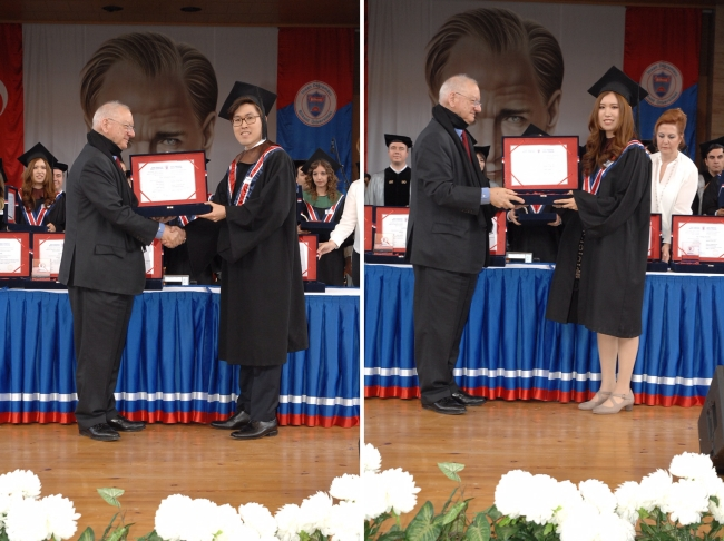 Kwon Tae-young (Left) and Min-ah are awarded class valedictorian certificates at Bilkent University in Ankara, Turkey, on June 11.(Yonhap)
