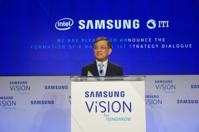 "Kwon Oh-hyun, Samsung Electronics' vice chairman delivers a speech under the theme ""Human-Centered IoT,"" at the headquarters of the Washington Post in Washington on June 21. Samsung Electronics"