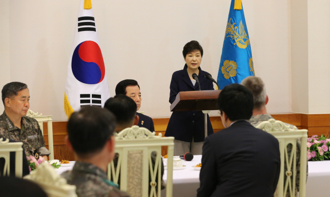 President Park Geun-hye speaks during a luncheon with military leaders at her office Cheong Wa Dae on Thursday. (Yonhap)