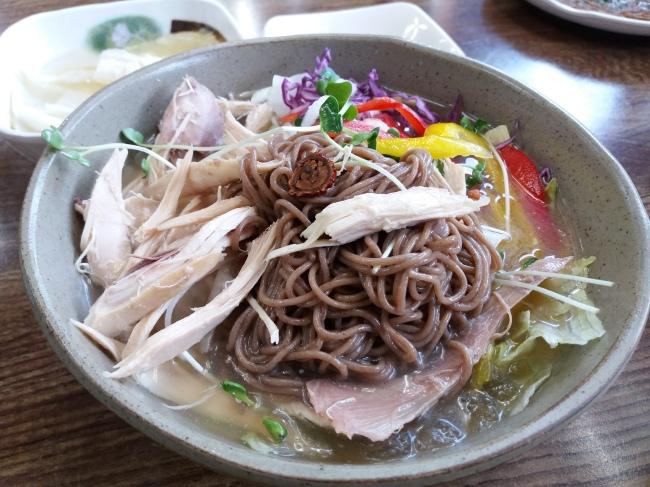 Pyongyang chogye makguksu, a northern Korean dish with chewy buckwheat noodles (Christine Cho)