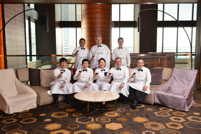 Eight CEO servers pose before the 12th CEO Servers' Night, including Jeffrey Jones, chairman of the Partners for Future Foundation (center, back row) and John Schuldt, President of AMCHAM in Korea (second from right). (AMCHAM)