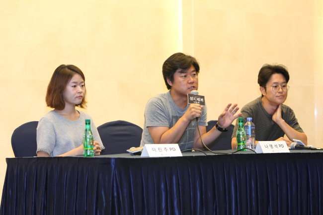 "Producer Nah Yung-suk (center) speaks at the press conference for tvN's variety show ""Three Meals a Day -- Gochang,"" held at the Stanford Hotel in Sangam-dong, Seoul, Tuesday. (CJ E&M)"