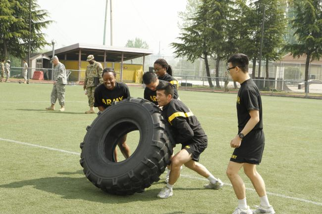 KATUSA soldiers participate in a team training exercise in this file photo. (8th ARMY, ROKA Support Group)