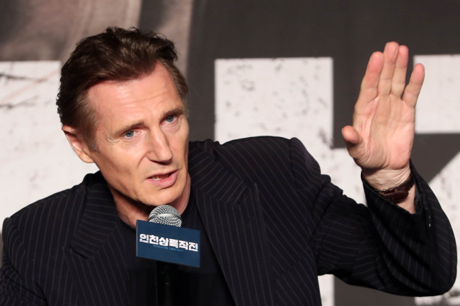"""Liam Neeson speaks to reporters at a press conference for """"Operation Chromite"""" in eastern Seoul on Wednesday. (Yonhap)"""