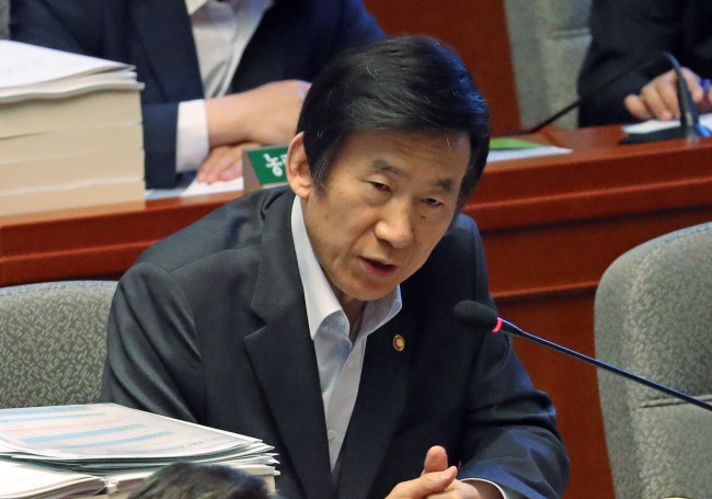 Foreign Minister Yun Byung-se attends a parliamentary meeting on Wednesday. (Yonhap)