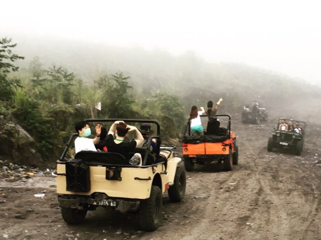 Jeep vehicles carry tourists on a road up to the mid-spot of Mount Merapi, the most active volcano in Indonesia. (Ock Hyun-ju/The Korea Herald)