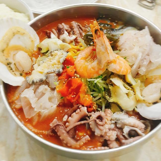 Bucheon hoe restaurant, Chungnyeon Soosan's nine seafood mulhoe with special recipe (Christine Cho)