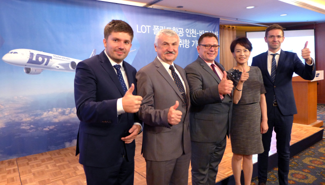 (From left) LOT Polish Airlines acting executive director Adrian Kubicki, Polish Ambassador Krzysztof Ignacy Majka, LOT chief executive officer Rafal Milczarski, Bohram Air Services CEO Jennifer Hong and LOT chief commercial officer Michal Fijol. (Joel Lee / The Korea Herald)