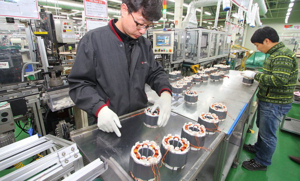 LG Electronics employees work on washing machine motors. (LGE)