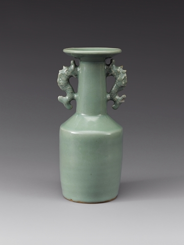 Celadon vase with two handles from the Yuan Dynasty in the 14th century (The National Museum of Korea)