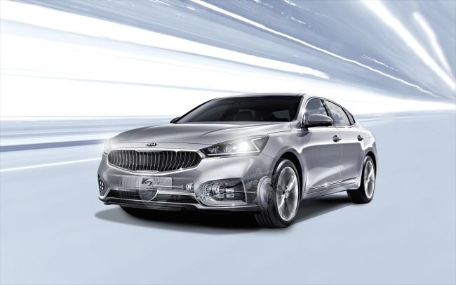Kia Motors' K7, whose name is Cadenza overseas, is one of the carmaker's best-selling models in the first half of this year. / Kia Motors