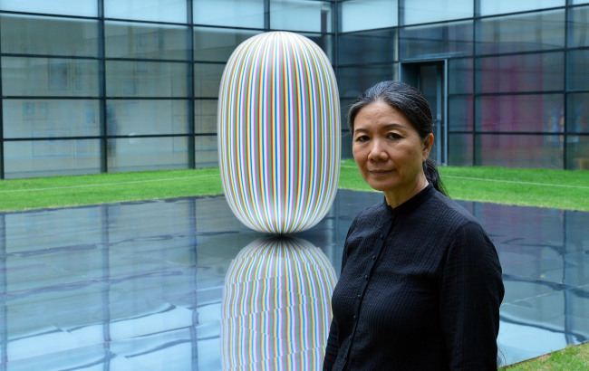 """Artist Kim Soo-ja poses with the sculpture """"Deductive Object"""" in the National Museum of Modern and Contemporary Art's courtyard. (Yoon Byung-chan/The Korea Herald)"""