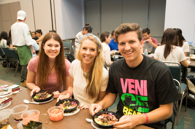 Locals try bibimbap, or Korean mixed rice, at a booth showcasing Korean cuisine at KCON 2016 in Los Angeles, California, from July 29-31. (CJ Group)