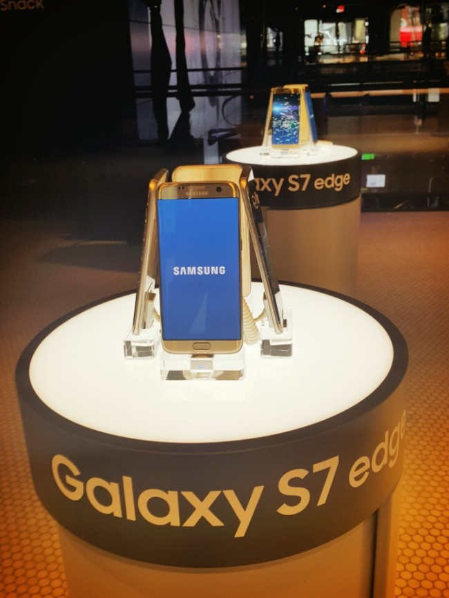 Samsung Electronics' Galaxy S7 Edge (Kim Young-won/The Investor)
