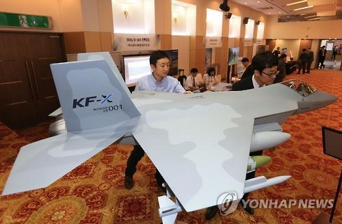 In this photo taken on June 14, a model KF-X fighter jet is displayed in a workshop of military officials and experts in Seoul. (Yonhap)