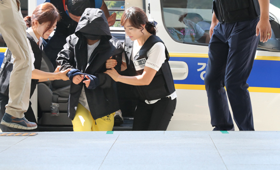 The suspect in a death of a 3-year-old boy is being taken in for questioning by police on Thursday. (Yonhap)