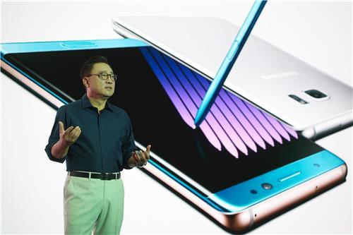 Koh Dong-jin, the head of Samsung Electronics' mobile business, introduces the Galaxy Note 7 at a launch event in Seoul on Thursday. (Samsung Electronics)