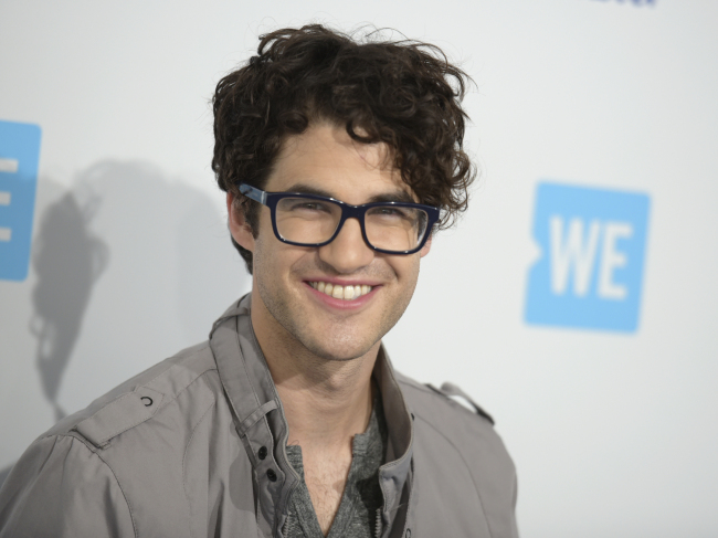 Darren Criss arrives at WE Day California at the Forum in Inglewood, Calif. Criss will participate in the second annual Elsie Fest, a one-day outdoor music festival celebrating theater stars, set for Sept. 5. (AP-Yonhap)