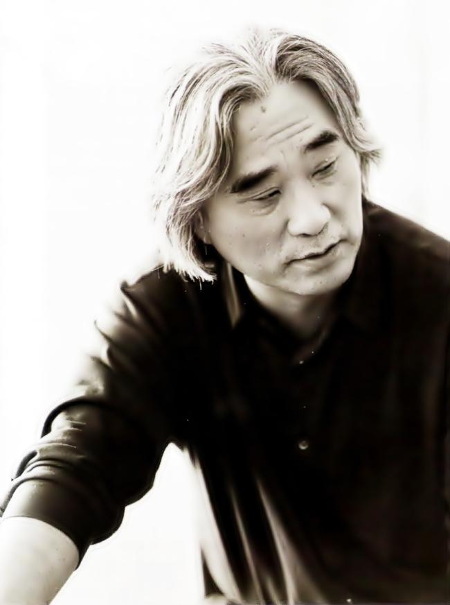 Veteran play director, writer and poet Lee Yoon-taek (Theatre Troupe Georipae)