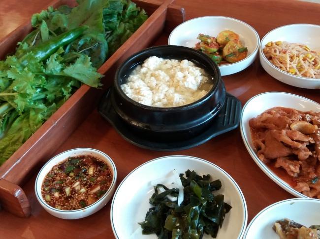 Ssambap, Korean cuisine's unique style of enjoying greens (Christine Cho)