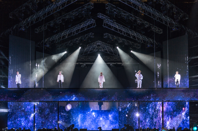 Big Bang performs at its 10th anniversay concert at the Seoul World Cup Stadium on Saturday. (YG Entertainment)