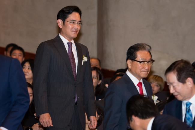 Samsung Electronics Vice Chairman Lee Jae-yong (left)