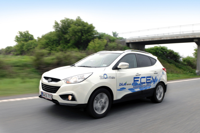 The world's first mass-production fuel-cell vehicle Hyundai Tucson Fuel Cell