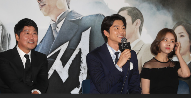 """Actors Song Kang-ho, Gong Yoo and Han Ji-min speak at a press conference for film """"The Age of Shadows"""" in Seoul on Thursday. (Yonhap)"""