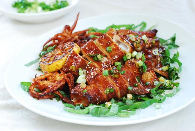 Ojingeo gui (Spicy grilled squid) (Korean Bapsang)