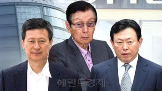 Lotte Group founder Shin Kyuk-ho (center) and his two sons Dong-joo (left), Dong-bin. The Investor