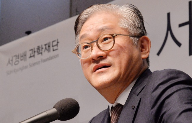 AmorePacific Chairman Suh Kyung-bae speaks at a news conference in Seoul on Thursday. The Investor / Lee Sang-sub