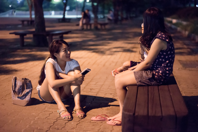 A Humans of Seoul team member interviews a subject for the online blog. (Humans of Seoul)
