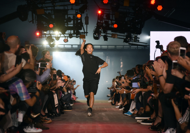 Designer Alexander Wang greets the audience after his Spring 2017 collection is modeled during Fashion Week in New York on Saturday. (AP-Yonhap)
