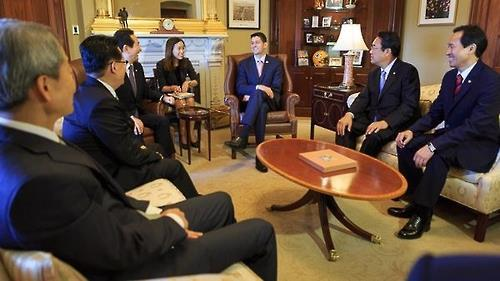 U.S. House Speaker Paul Ryan smiles during a meeting with South Korean National Assembly Speaker Chung Sye-kyun, Saenuri Party floor leader Chung Jin-suk, Minjoo Party floor leader Woo Sang-ho and People's Party floor leader Park Jie-won in Washington on Sept. 13, 2016. (Photo courtesy of Ryan's office)