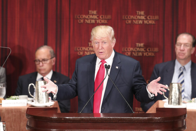 US Republican presidential nominee Donald Trump delivers a speech during a luncheon meeting of the Economic Club of New York in New York, the United States, Sept. 15, 2016. (Xinhua-Yonhap)