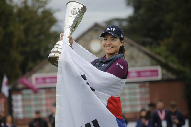 South Korea's Chun In-gee celebrates with her trophy after winning the Evian Championship women's golf tournament in Evian, eastern France, Sunday. (AP-Yonhap)