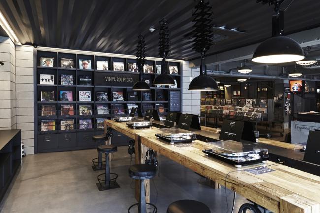 The interior of Vinyl & Plastic in Yongsan-gu, Seoul (Spackman Associates)