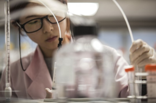 A researcher works at a lab of Samsung Bioepis.
