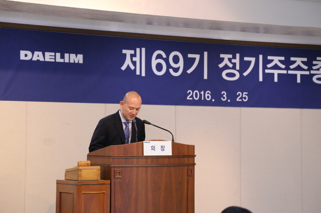 Daelim Industries Vice Chairman Lee Hae-wook apologizes to the public for physically and verbally abusing his personal driver in June.