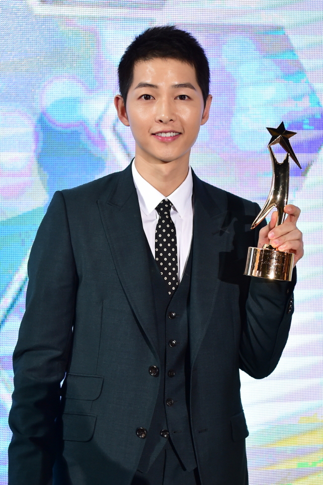 Song Joong-ki wins grand prize at APAN awards