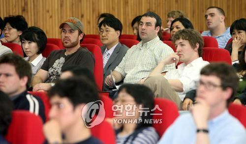 Native English teachers and Korean teachers at primary and secondary schools in northern Seoul. (Yonhap)